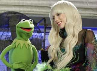 Lady_Gaga_The_Muppets_Holiday_Spectacula