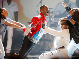 Jamie Foxx honors Michael Jackson on Sunday night's BET Awards.